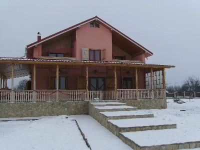 Vand vila in stil rustic in bacau.