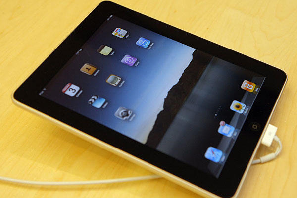 apple ipad 2 with wi-fi + 3g 64gb apple iphone 4g 16gb $400