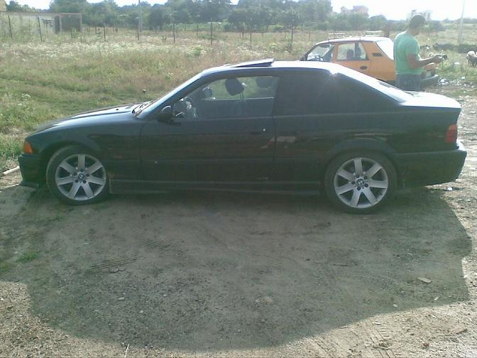 Vand bmw 318 is an 1996 coupe