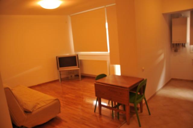 Inchiriez apartament 2doua camere decebal